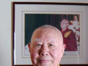 享誉世界的汉人拉然巴格西洛桑珍珠仁波且拜南无第三世多杰羌佛为师